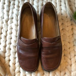 EUC-VTG NATURALIZER Brown LOAFERS Shoes- Size 7W